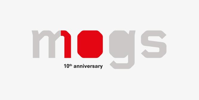 Mogs compie 10 anni